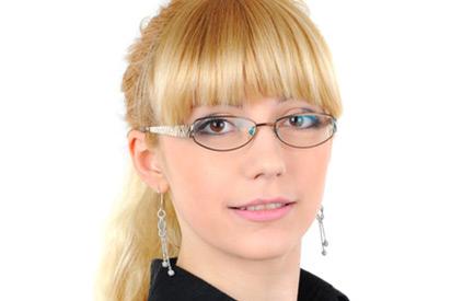 Welche Brillen passen zu einer Ponyfrisur?