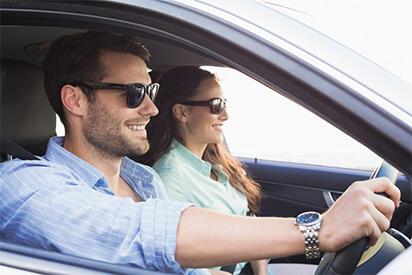 Sonnebrillen eignen sich für lange Autofahrten besser