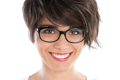 Die passende Brille zu Haaren finden