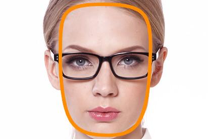 Eckiges Gesicht mit Brille