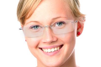 Herzförmige Gesichtsform mit Brille